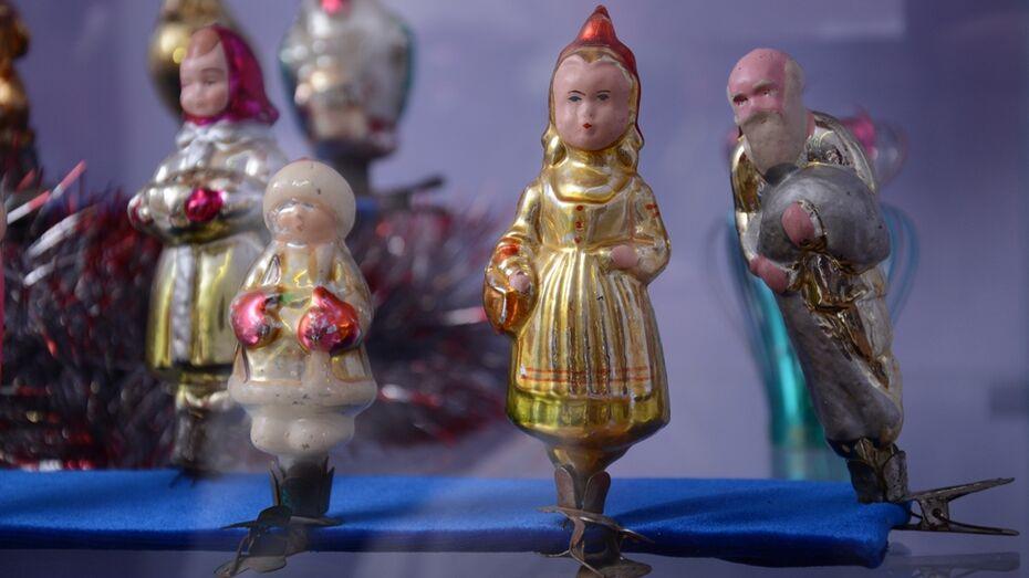 В Острогожском музее открылась выставка старинных елочных украшений