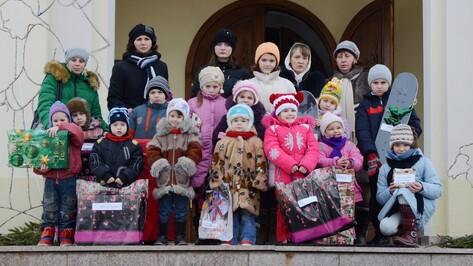 Россошанские дети-сироты получили подарки от епархии