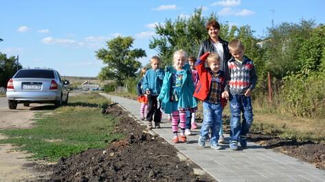 В кантемировском селе Писаревка построили 1,5 км тротуаров