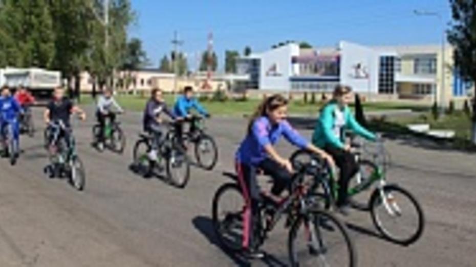 В Таловой более сорока школьников приняли участие в велопробеге