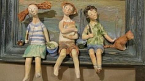 Воронежцам покажут фигурки и картины из керамики