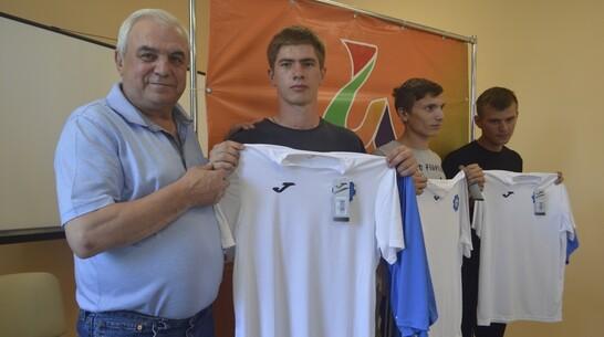 Новоусманская инклюзивная футбольная команда получила в подарок форму