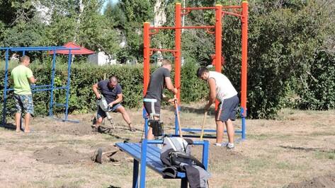 В кантемировском парке установили детскую площадку