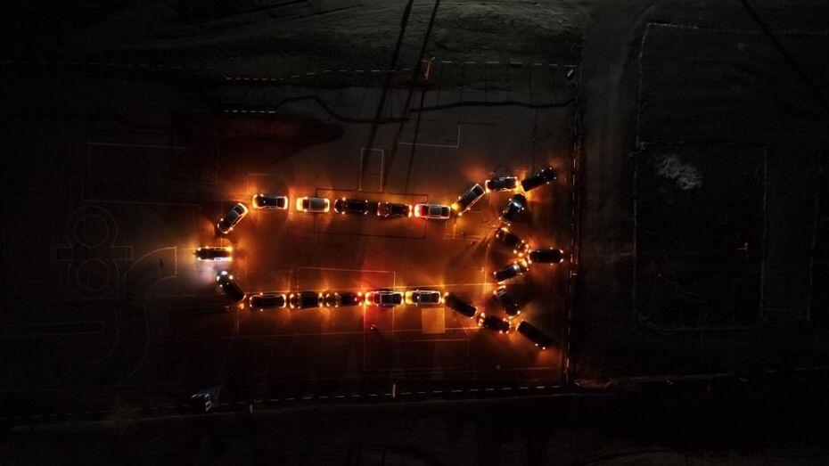 Россошанские автолюбители выстроили из машин ракету в честь Дня космонавтики