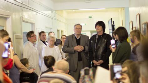 Французский музыкант Дидье Маруани навестил пациентов детской онкобольницы в Воронеже