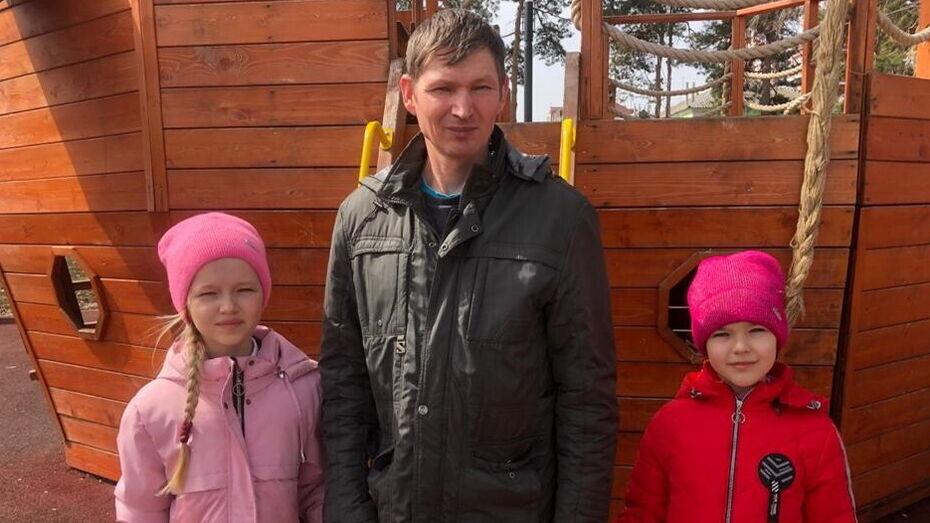 Воронежский инвалид один воспитывает дочерей и строит дом мечты