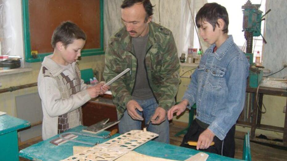 Петропавловский умелец создал в селе Бычок авиамодельный кружок