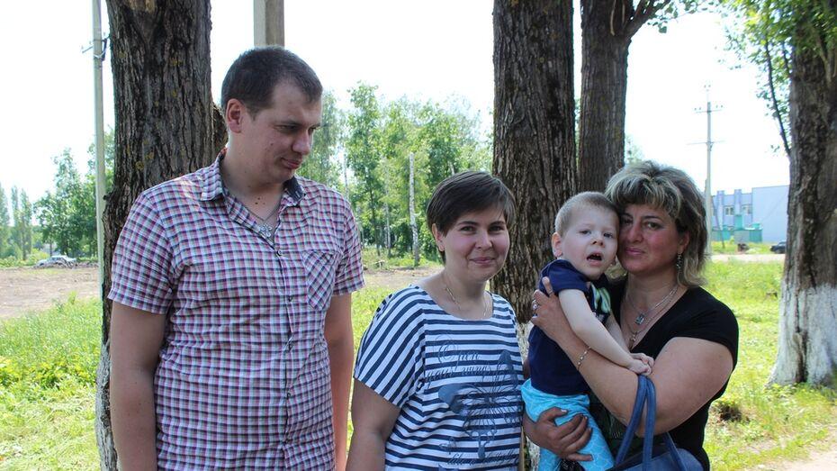В Терновском районе сельчанка отдала первую пенсию больному ДЦП ребенку