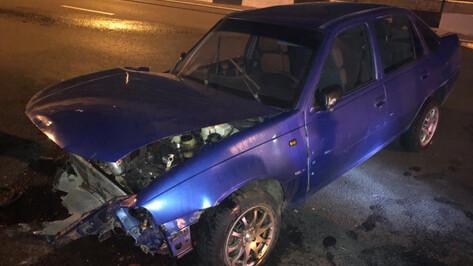 На Северном мосту в Воронеже столкнулись Daewoo и ВАЗ: пострадали трое