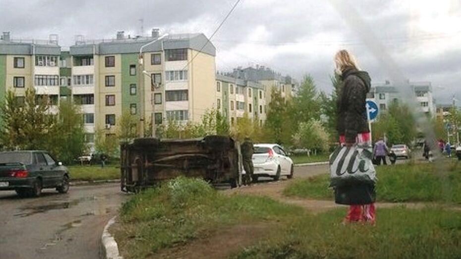 В Богучаре из-за отказа тормозов перевернулась «Нива»