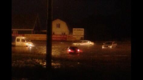 Вода столкнула в Воронеже 20 машин