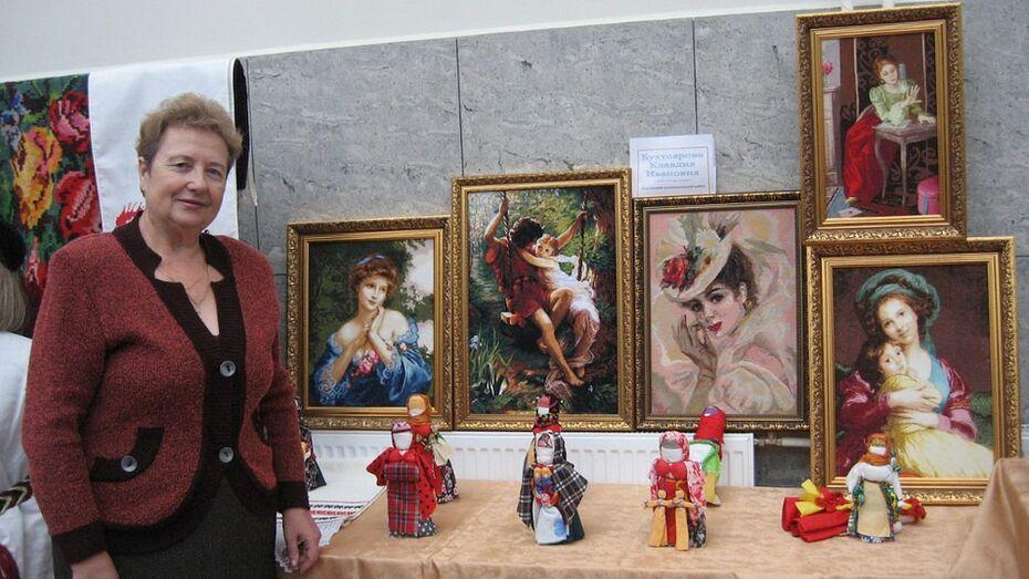 Уроженка Хохольского района вышила копии картин французских художников