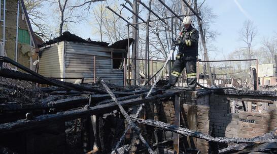Из-под обрушившейся после пожара крыши дома в воронежском селе достали тело хозяина