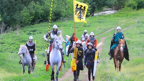 Средневековые рыцари прошли по Семилукскому району 10 километров