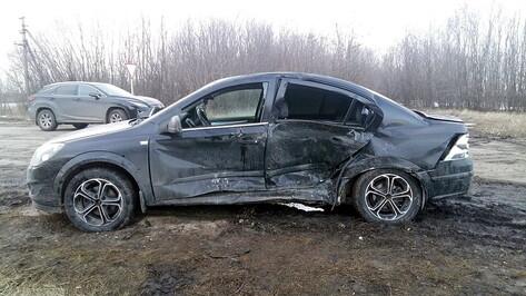 Семимесячный ребенок и двое школьников пострадали в ДТП в Воронежской области