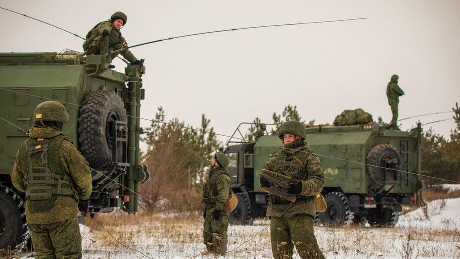 Военные связисты боролись с условными диверсантами в Воронежской области