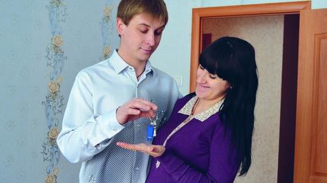 В Калачеевском районе дети-сироты получили новые квартиры
