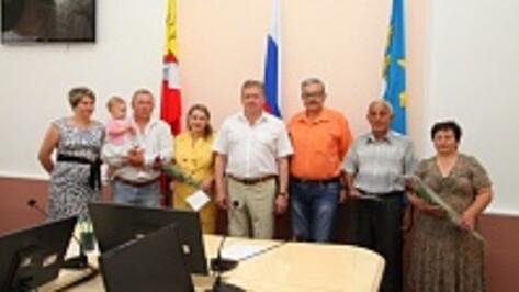 В Острогожском районе две сельских семьи получили сертификаты на приобретение жилья