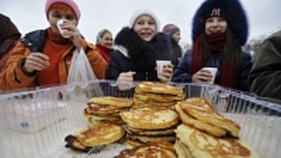 В Воронеже на масленичных гуляниях продают блины с красной икрой и свежей клубникой