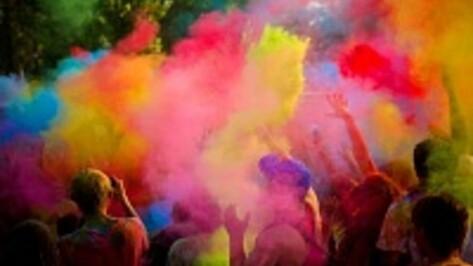 Воронежцы закидают друг друга красками на первом городском Color fest