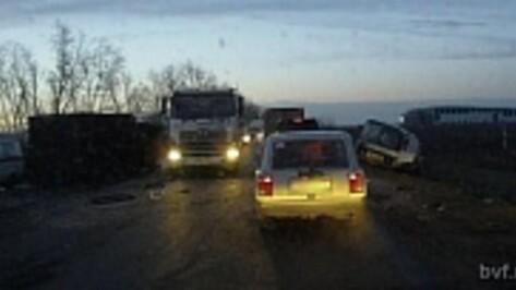В ДТП на автодороге Воронеж – Нововоронеж пострадали четыре человека