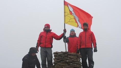 Полярная экспедиция подняла флаг Воронежской области над Шпицбергеном