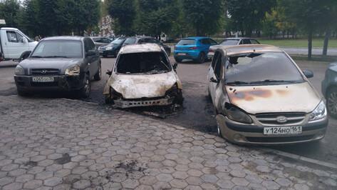 В Коминтерновском районе Воронежа ночью сгорел Ford Focus