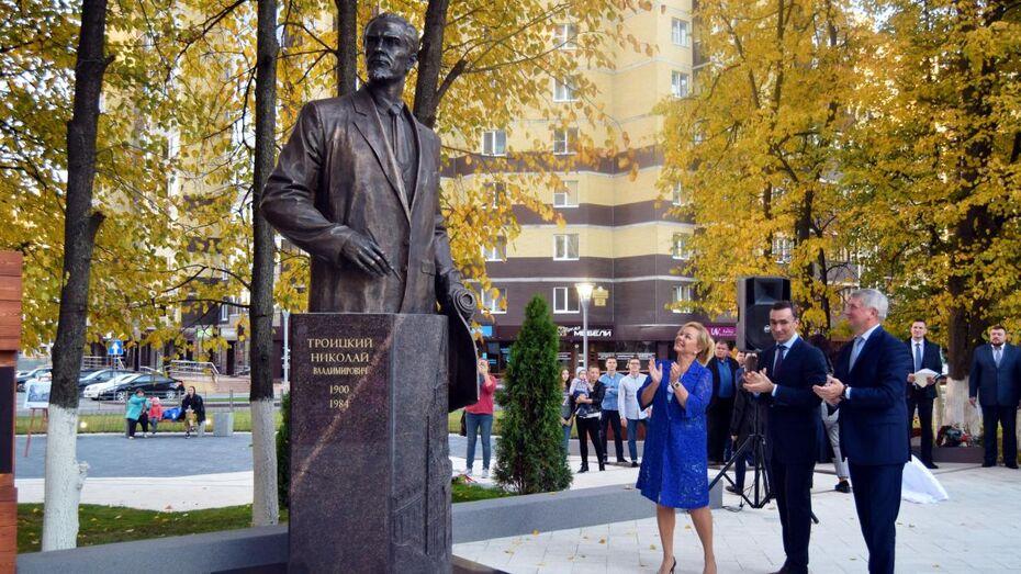 В Воронеже открыли памятник архитектору Николаю Троицкому