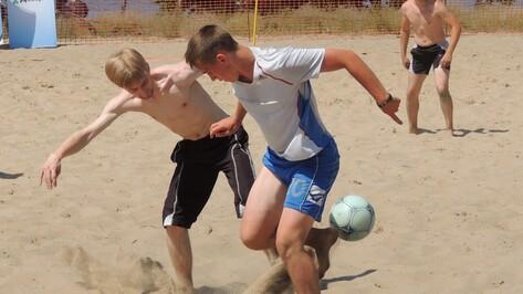На берегу Воронежского водохранилища прошел турнир по пляжному футболу
