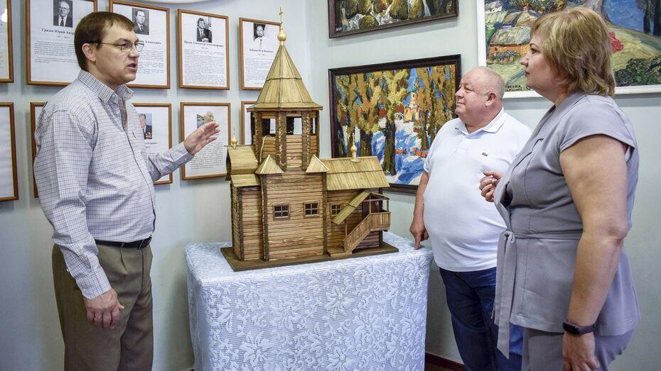 Лискинскому историко-краеведческому музею подарили копию сгоревшей карельской церкви