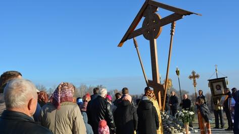 В нижнедевицком селе установили поклонный соловецкий крест