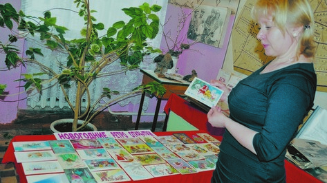 В репьевском музее открылась выставка новогодних ретро-открыток