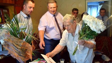 В Рамонском районе ветерана поздравили с 95-летним юбилеем