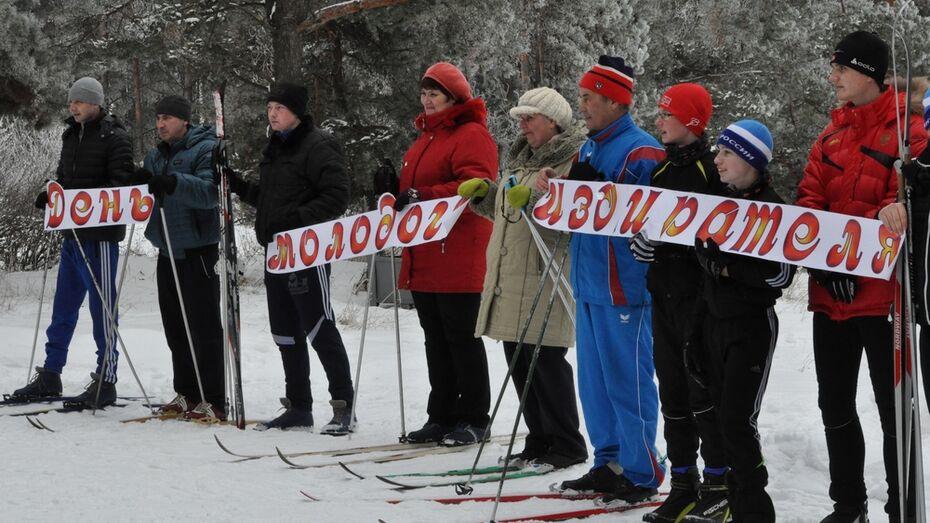 В Репьевке День молодого избирателя отметили лыжным забегом
