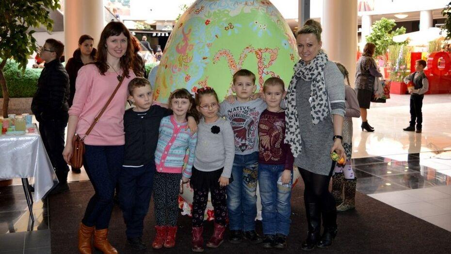 Воспитанники воскресной школы Верхнехавского района раскрасили пасхальные яйца