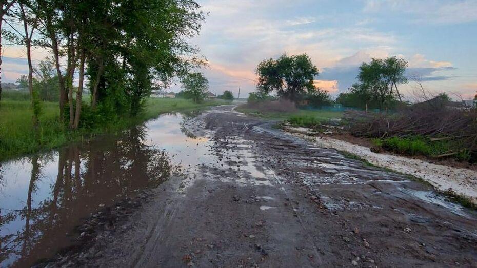 Ливень размыл дороги в павловском селе Русская Буйловка