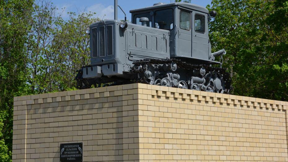 В Воронежской области открыли памятник трактору Т-74