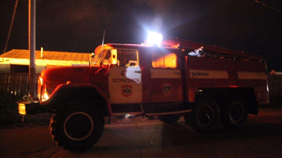 В Острогожске пожарные вынесли из горящего дома 40-летнего мужчину