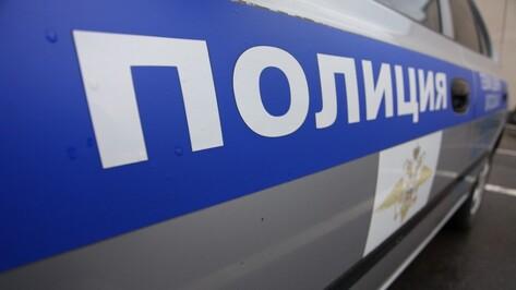 Полицейский помог семье белоруса с ремонтом машины на выезде из Воронежа