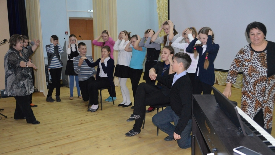 В Репьевской школе появился собственный театр