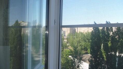 Следствие: окно, из которого в Воронеже выпала полуторагодовалая девочка, открыл ее 3-летний брат