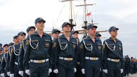 На Адмиралтейской площади Воронежа присягнули 222 будущих спасателя