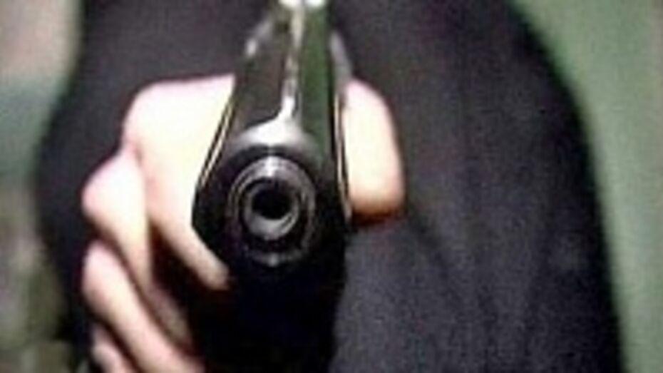 18-летнему воронежцу, угрожавшему пистолетом охраннику ТЦ, грозит до двух лет тюрьмы