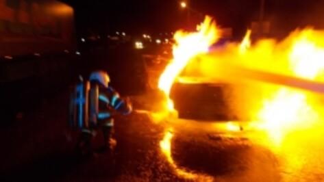 В Воронеже на Левом берегу ночью сгорели Mazda и Kia