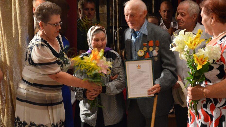 Верхнемамонских  свадебных юбиляров поздравил губернатор и митрополит
