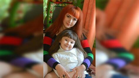 «Дочка не дышала». В Воронежской области на 4-летнюю пациентку поликлиники упала стойка