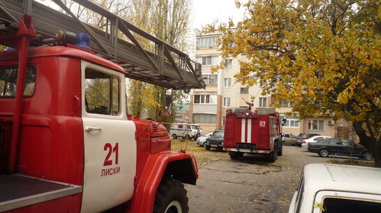 Лискинские пожарные спасли из задымленной квартиры 45-летнего мужчину