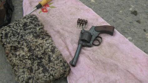 Воронежские полицейские в Дагестане задержали местных жителей, перевозивших порох и оружие