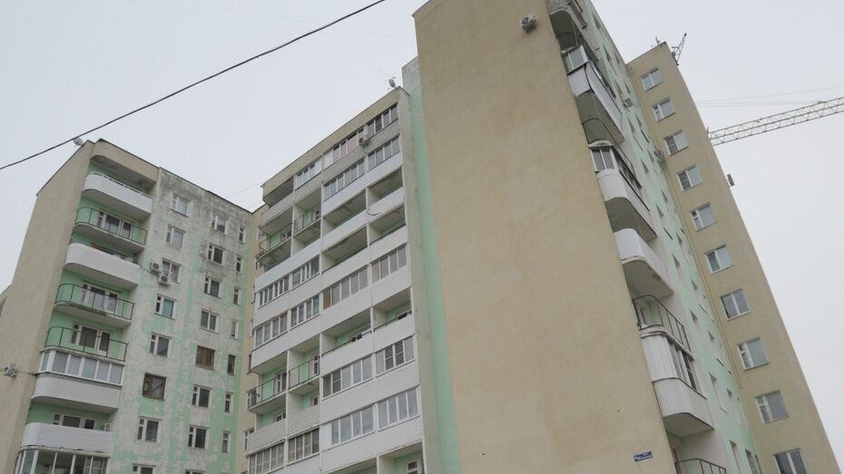 В Воронеже парень упал с 8 этажа