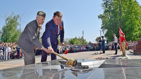 В Рамони у мемориала павшим воинам впервые зажгли Вечный огонь